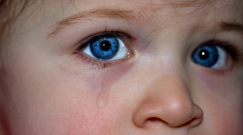 menina chorando