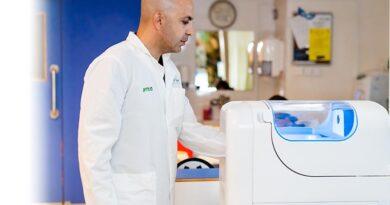 Dispositivos automáticos para luvas e aventais