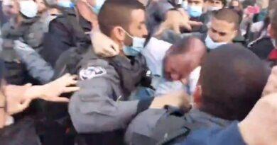 Parlamentar de partido árabe é agredido
