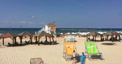 Vacinação para adolescentes chega às praias