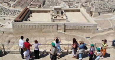 Israel adiar entrada de turistas
